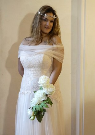 bustino steccato in pizzo e gonna in tulle